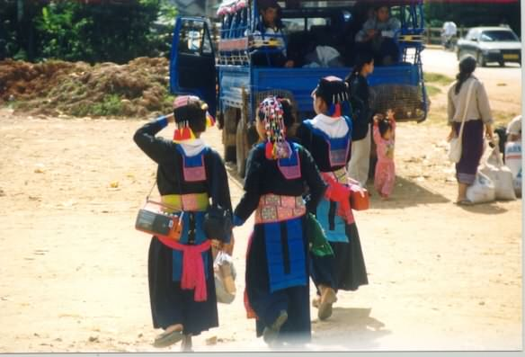 3 Hmong girls in traditional garb