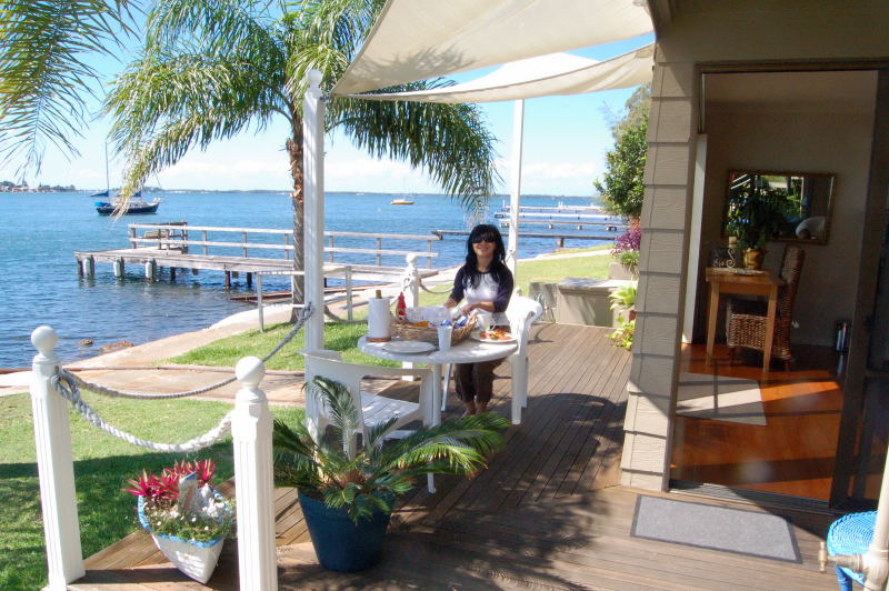 Having breakfast at Lake Macquarie